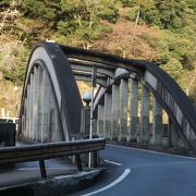昭和8年に竣工した鉄筋コンクリート造単アーチ橋