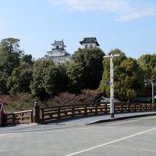 「掛川」駅北口から直進、見えてきました