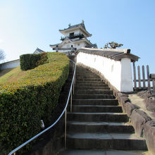 登城路途中、右手には「二の丸御殿」への通路がありました