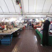 新市街にある市場