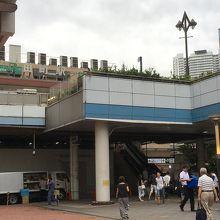 JR田町駅と直結したデッキ
