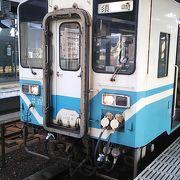 2018年12月現在、高知8時24分発普通列車須崎行きは国鉄製のキハ32系という車両が使用されていました