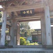 高台の上にある寺院