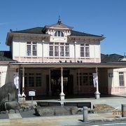 クラシックホテル風の駅舎