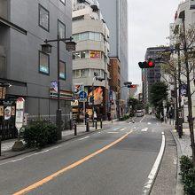 旧東海道なので片側一車線