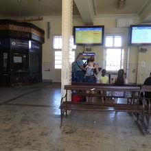 ケレンフォルディ駅の駅舎の内部