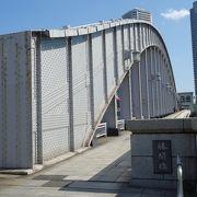 頑丈で見応えある隅田川を渡る橋