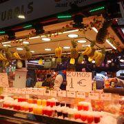 ジュースがオススメです。新鮮でおいしく,安い。たった1ユーロ。生ハムもいいかな。