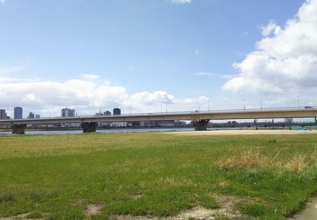 淀川にかかる橋のひとつ