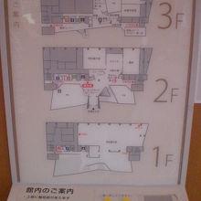 博物館は、3階建てです。1階部分が復元された倉の展示階です。