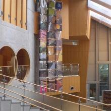 博物館内は、斬新なデザインで設計されています。凝っています。