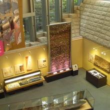 1階は、昔の時代の展示が多く、興味が持てます。色鮮やかです。