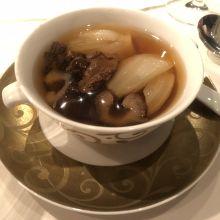羊肚菌菜胆燉遼参
