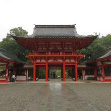 綺麗な赤色の門