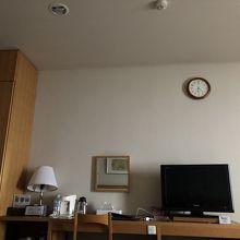 こんな時計のある部屋ってなかなかないでしょ。