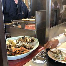 朝食。このコーナーの焼き魚、美味しかった。