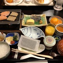 和定食の朝食。