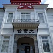 新一万円札の「日本資本主義の父」と呼ばれる渋沢栄一氏の写真も…