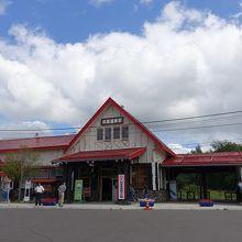 昔ながらの風情ある駅舎
