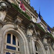 意味深な市庁舎