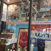 駅前にある千葉ロッテマリーンズのお店。
