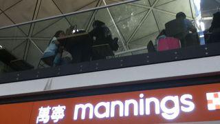 萬寧 (香港空港T1L5到着ロビー店)