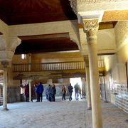 ナスル朝宮殿の最初の宮