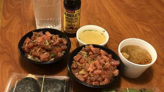 スパムおにぎり・日本米のおにぎり各種にポケ丼 味噌汁も嬉しい
