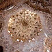 私はアルハンブラナスル朝宮殿でこの周辺が一番と思う