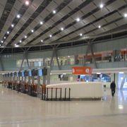 エレバン市内から比較的近いところにある国際空港です。