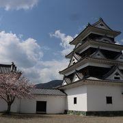 再建された見事なお城です