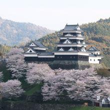 こじんまりとしたきれいなお城です