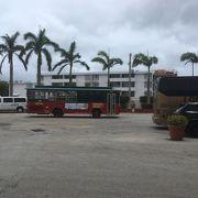 グアムの景色を楽しみながら移動できます