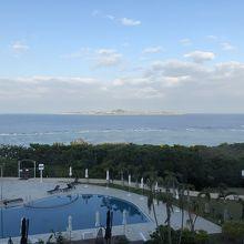 窓から見えた伊江島