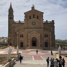 タ ピーヌ聖堂