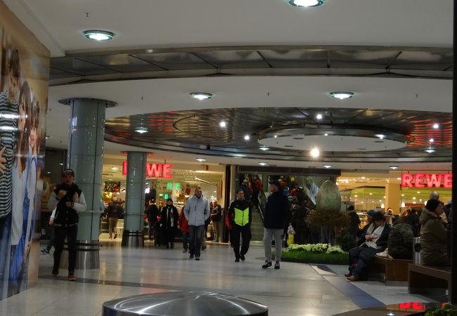 駅に併設されるショッピングモール