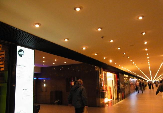 ザグレブ中央駅に隣接する、地下のショッピングセンター
