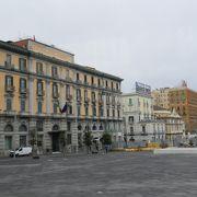 ナポリ王宮の正面広場