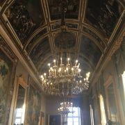 プレビシート広場に面した宮殿