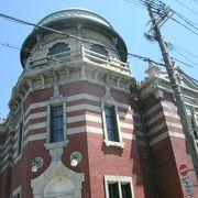 珍しいレンガ造りのモスクの様な建物