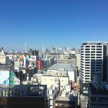 北の方角には新宿の高層ビル群