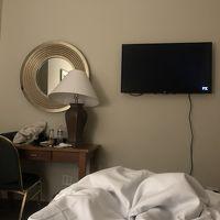 テレビのスイッチはキーパーさんに頼みました。部屋に備え付いて