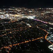 離着陸時に美しいブリスベン市街を眺められる