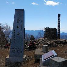 東京都最高峰。距離は長いが歩きがいあり。