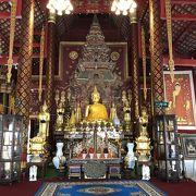 美しいお寺です