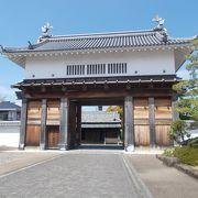 掛川城址から南東の位置にあります。