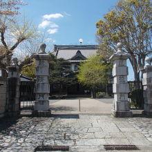 掛川城公園の中にあります。
