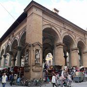 元祖ポルチェリーノのある市場