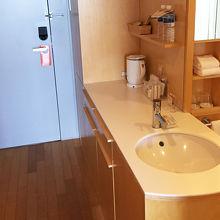 友達が入浴中も洗面台が使えるので効率的!