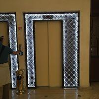 エレベーターの縁飾りがモロッコらしい